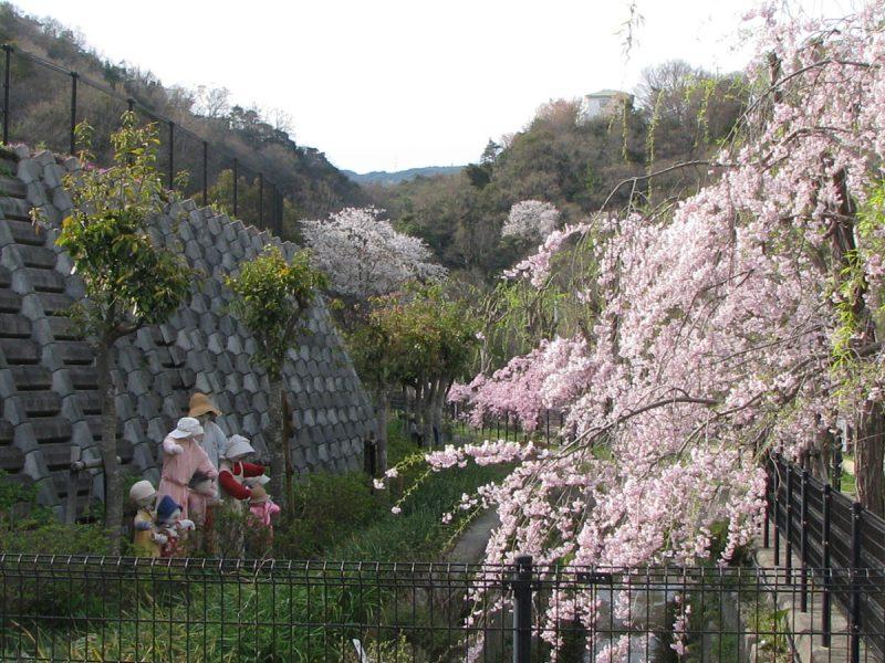 仁川百合野町地すべり資料館(仁川ゆりの会ガーデン)