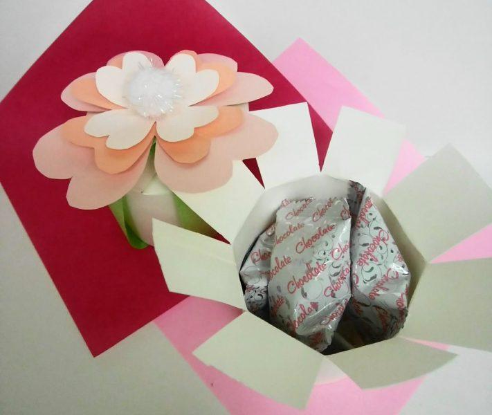 バレンタイン工作 ~紙コップでギフトボックス作り~